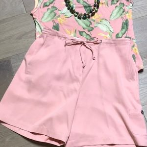 Tommy Bahama light pink silk shorts with pockets